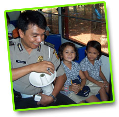 Kindergarden kids visiting the police